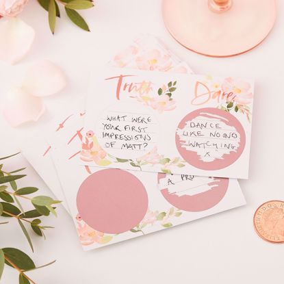 Picture of TRUTH OR DARE HEN SCRATCH GAME - FLORAL HEN PARTY