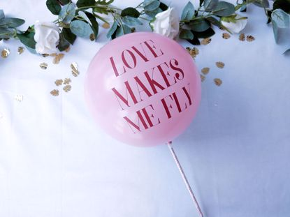 Picture of Balloon Cake Topper Love Makes Me Fly