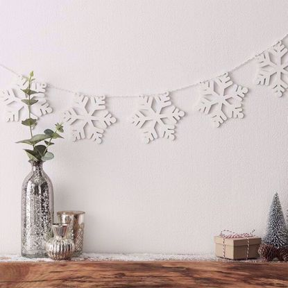 Picture of CHRISTMAS WOODEN SNOWFLAKE BUNTING